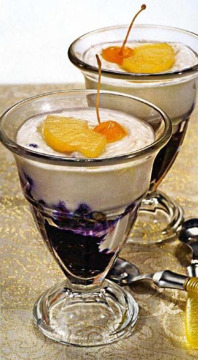 Ананасовый десерт с черникой.