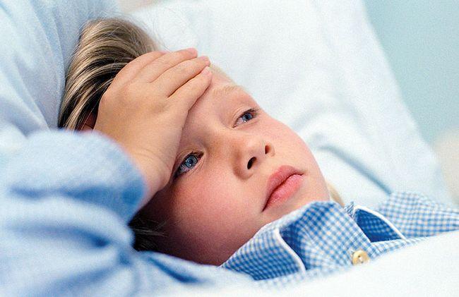 Болит голова у ребенка: причины и что делать