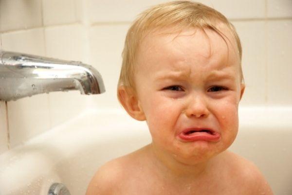 Что делать, если ребенок боится купаться