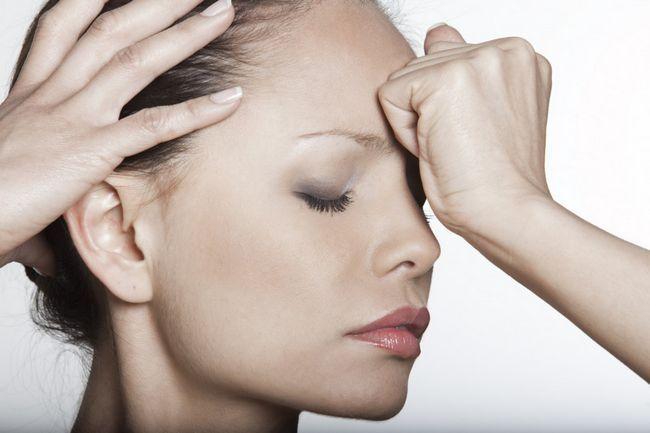Что делать если сильно болит лоб