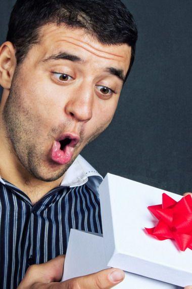 Что подарить мужу подруги?