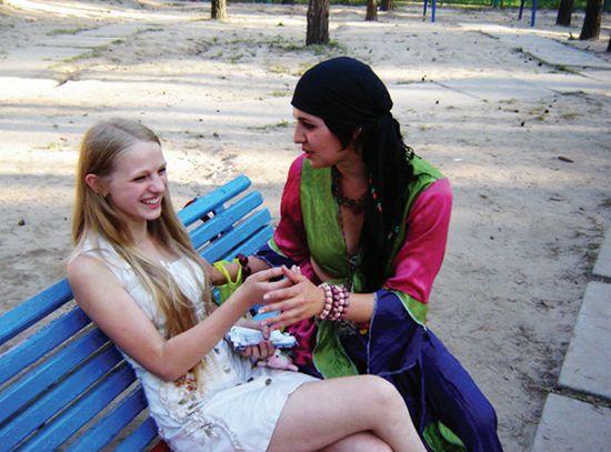 Цыганский гипноз: как защитить себя