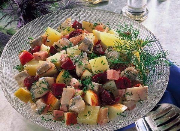 Датский салат из сельди, яблока и свеклы. Рецепт с фото
