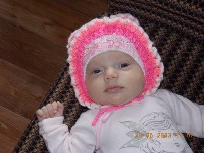 Детская шапочка с рюшами на спицах