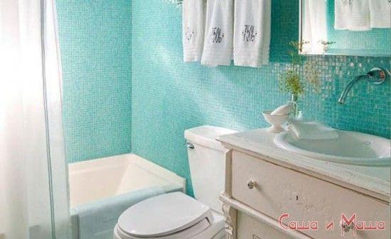 Интерьер маленькой ванной комнаты зеленого цвета