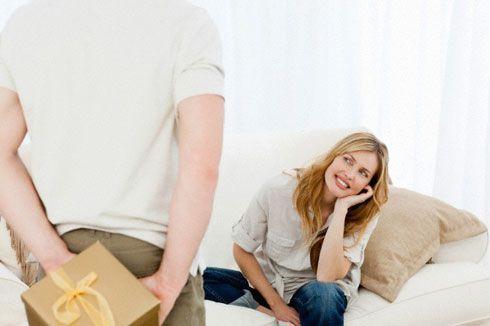 Если парень не дарит подарки: что делать?