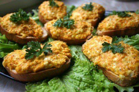 Горячие бутерброды с морковью, сыром и чесноком. Рецепт