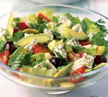 Греческий салат с авокадо.