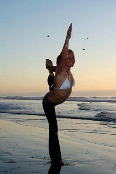 Йога: утренний и вечерний комплексы упражнений (с видео)