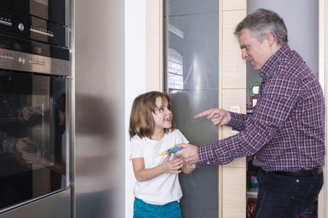 Как бороться с детской клептоманией
