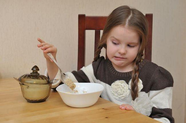 ребенок не ест кашу