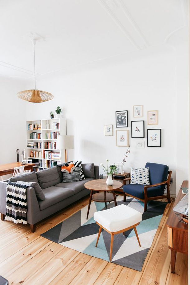 Светлая комната с мебелью