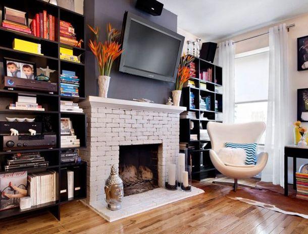 Комната с камином и телевизором