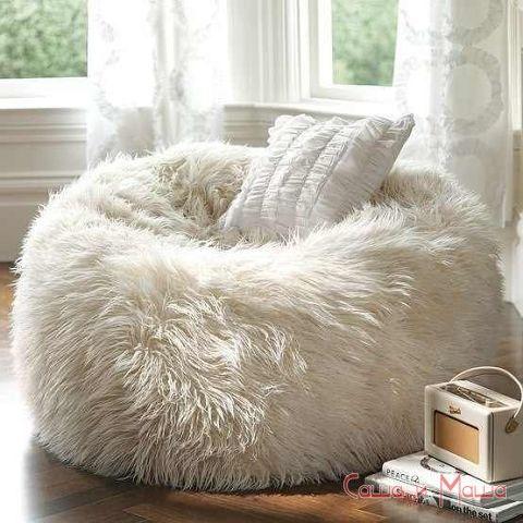 меховой пуф для уюта в гостиной