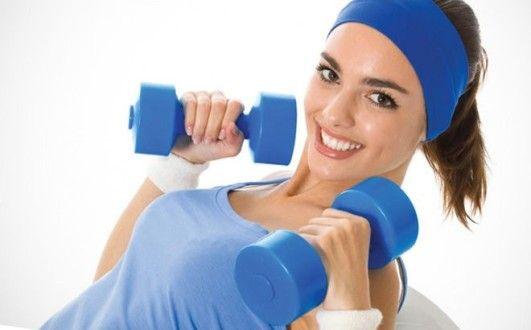 упражнения с гантелями для упругой груди
