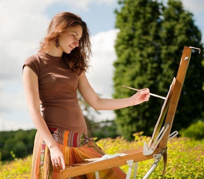 Девушка-художник
