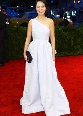 Белое платье для цветотипа