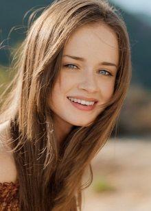 Натуральный светло-русый цвет волос для девушек цветотипа
