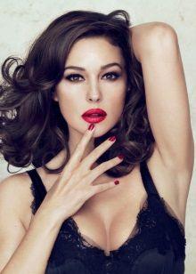 Яркий макияж для женщин цветотипа