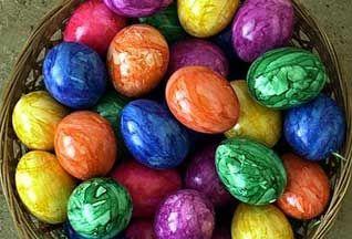 Красим яйца на пасху пищевыми красителями