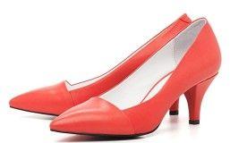 Красивые красные туфли