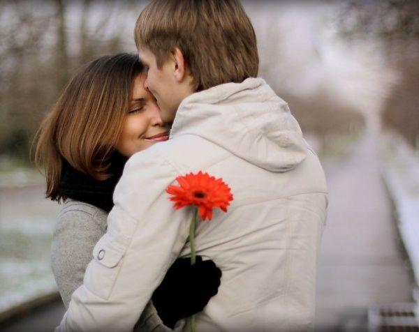 пара с цветком