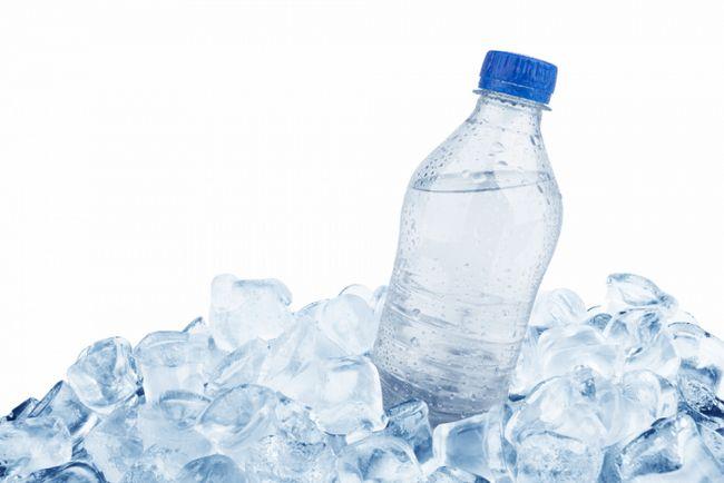 хранить воду в пластиковой таре