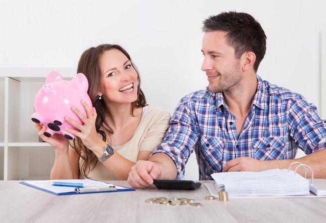 Муж не дает денег в декрете