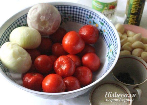 Острые помидоры без кожицы, маринованные с луком и чесноком. Рецепт с фото.