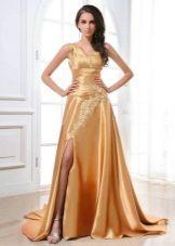 Длинное платье золотого цвета