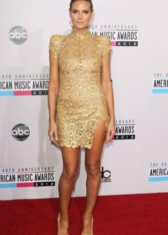 Хайди Клум в золотом кружевном платье