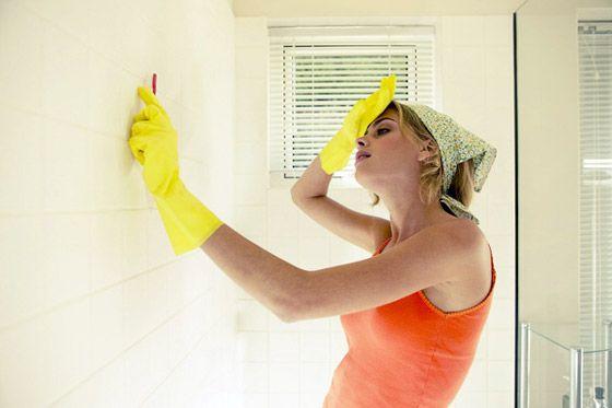 очищаем стены от грибка
