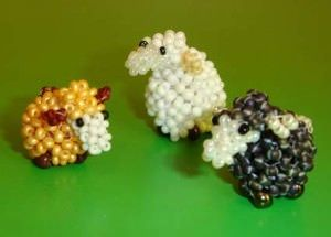 Мастер-класс плетения овечки из бисера
