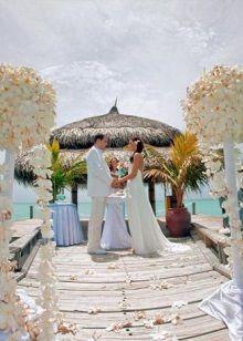 Свадебное пляжное платье с открытой спиной