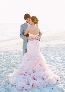 Розовое пляжное свадебное платье