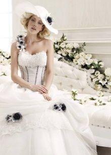 Пышное пляжное свадебное платье