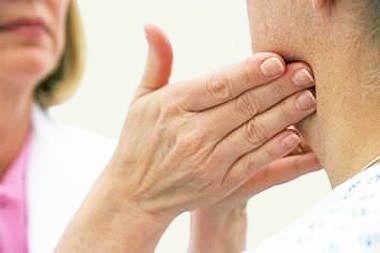 Почему болят лимфоузлы на шее и как их лечить?