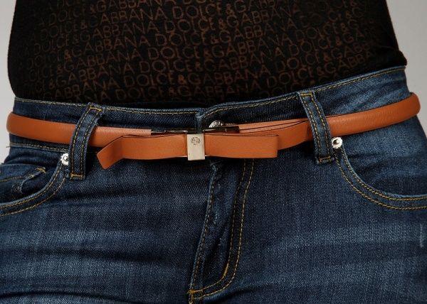 ремень на джинсах