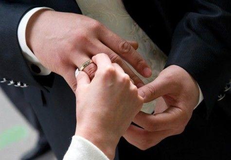 Насколько плотно кольцо сидит на пальце.