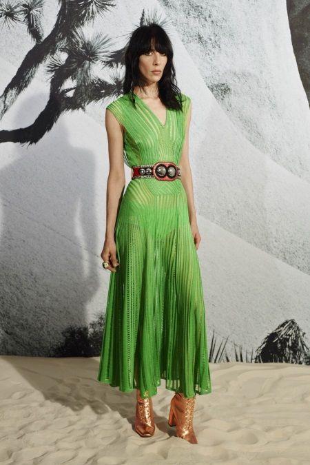Ярко-зеленое платье с поясом