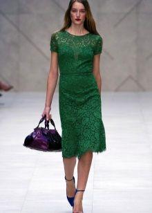 Зеленое кружевное платье аксессуары