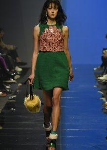 Аксессуары к короткому зеленому платью