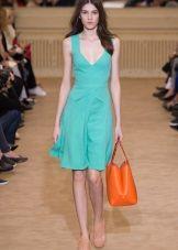 Оранжевая сумка к зеленому платью