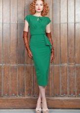 Зеленое платье с коричневыми перчатками