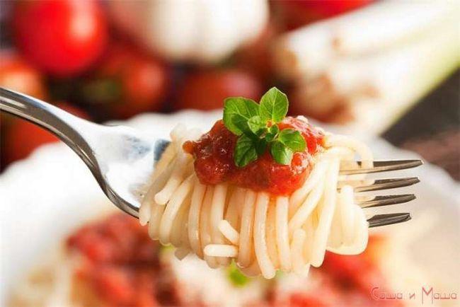 Спагетти с томатным соусом арабьятта