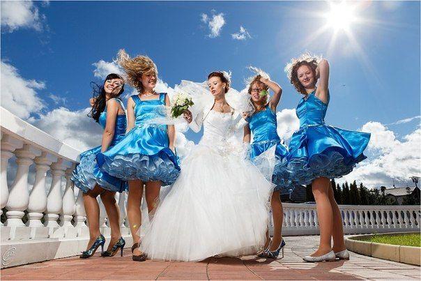 наряды гостей на синей свадьбе