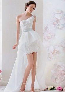 Короткое свадебное платье для пляжной церемонии со шлейфом