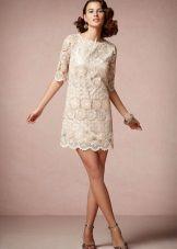 Короткое ажурное свадебное платье с рукавами для пляжа