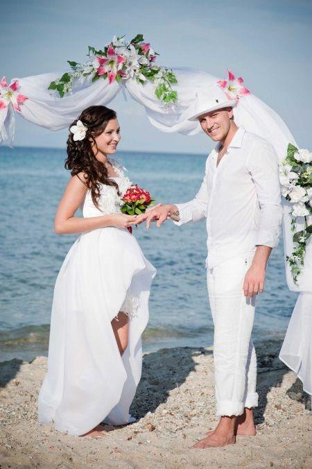 Свадебная прическа к свадебному летнему платью
