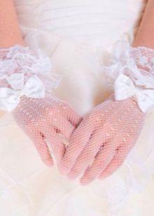 Свадебные перчатки к летнему свадебному платью